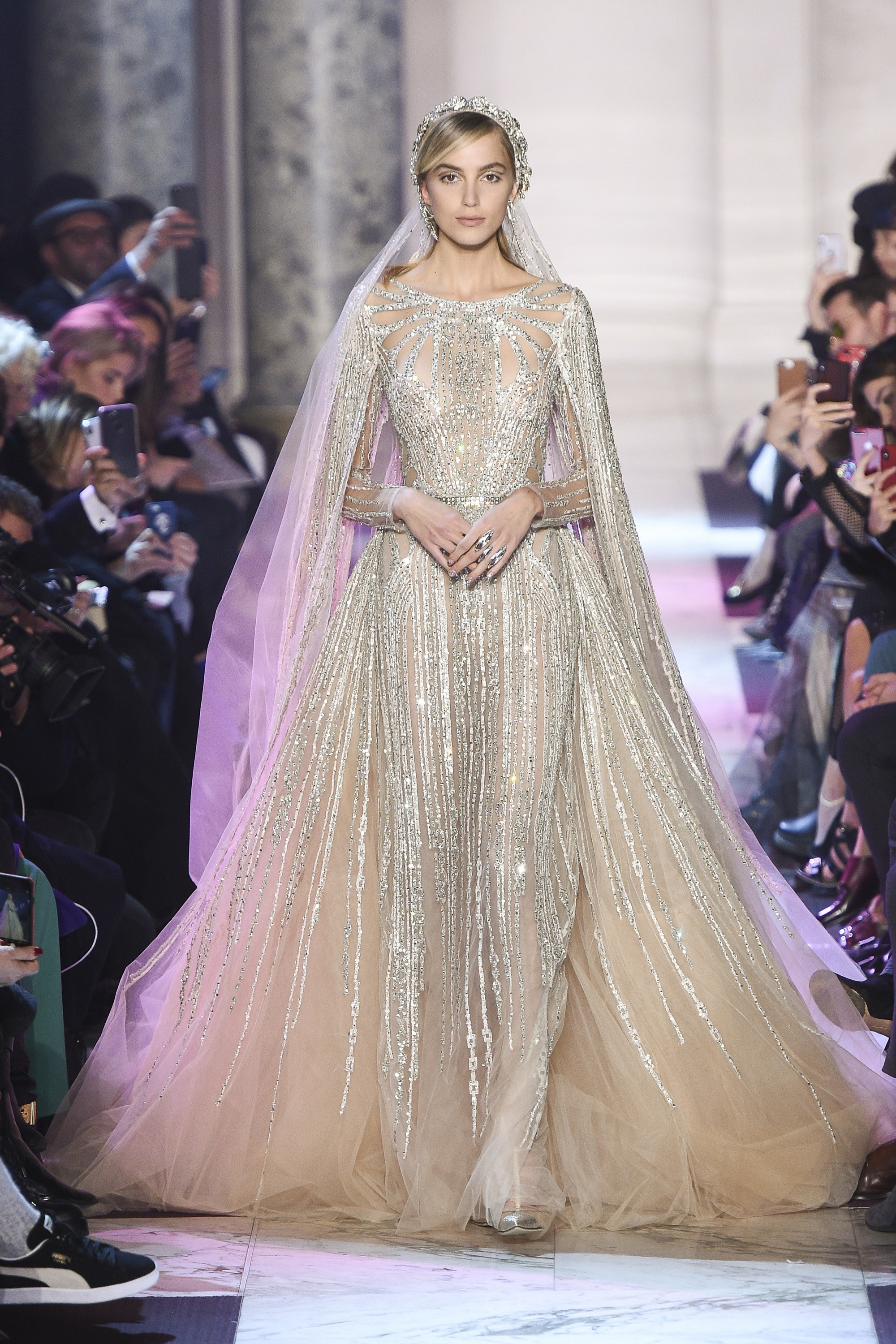 Wedding dresses second day paris fashion week arabia for Modern haute couture