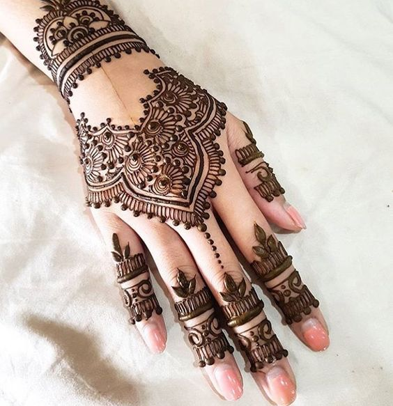 White Wedding Dress With Henna: Henna Party Tips And Ideas